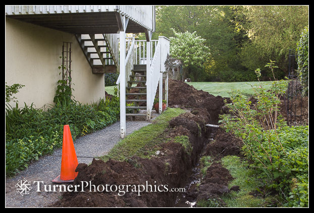 Foundation perimeter drainage ditch